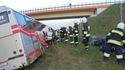 A4: Autobus zjechał do rowu, kobieta w ciąży ranna